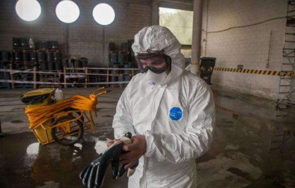 Los mineros cambiaron su equipo habitual por el del protección básica contra el coronavirus