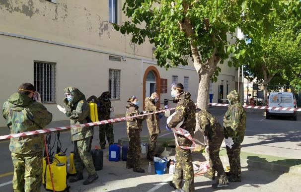 La Armada moviliza a una treintena de efectivos para desinfectar albergues y centros sociales de Cartagena