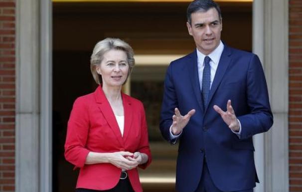 La nueva presidenta de la CE, Ursula Von der Leyen con Pedro Sánchez.