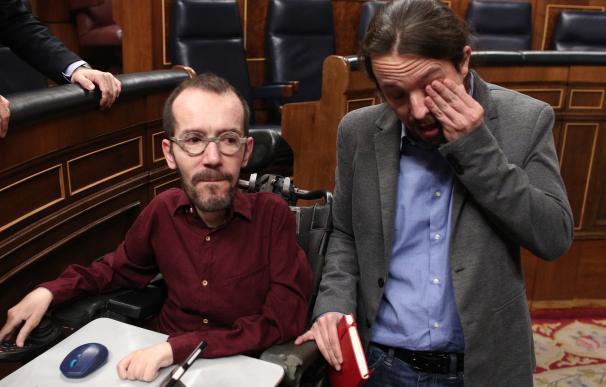 Pablo Echenique junto a Pablo Iglesias tras la investidura. /Europa Press