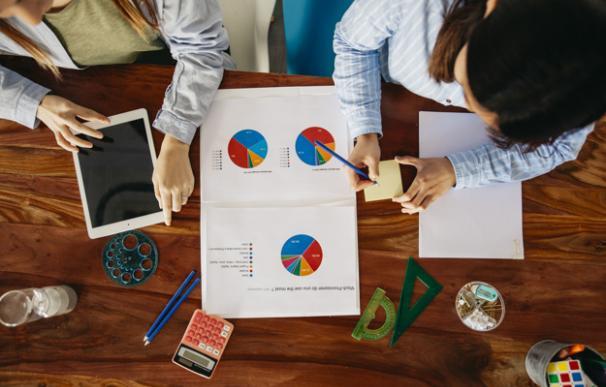 Muchos jóvenes solicitan un préstamo para poder financiar sus estudios.