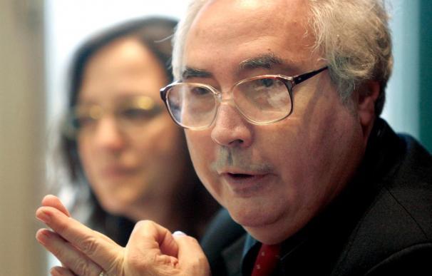 """Manuel Castells afirma que el euro fue salvado """"destruyendo las economías"""""""