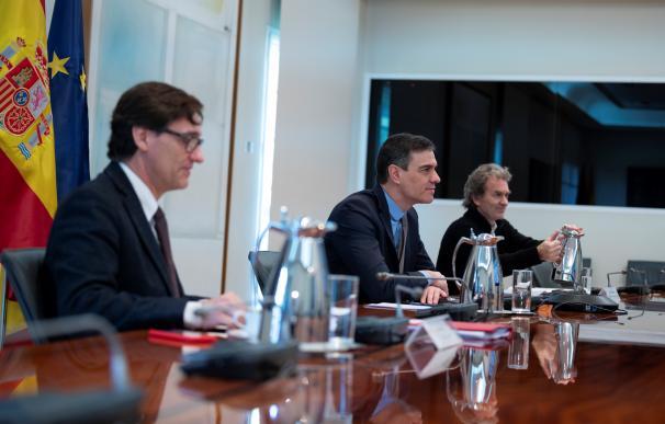 El presidente del Gobierno, Pedro Sánchez, y el ministro de Sanidad, Salvador Illa, en la reunión de este sábado