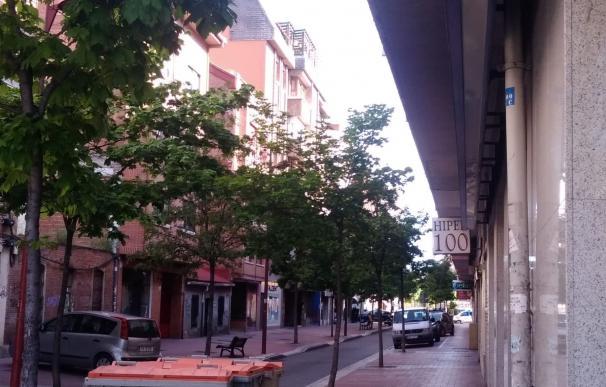 Calle Embajadores en Valladolid donde un hombre mayor se atrinchera en su casa con dos escopetas