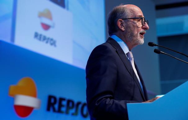 Brufau alerta del impacto de Libia y Venezuela en la gasolina.