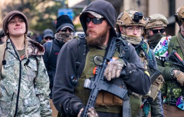 Miles de ultras marchan para defender las armas en EEUU