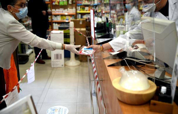Los médicos piden a Madrid que detenga la distribución de las mascarillas FFP2. / EP