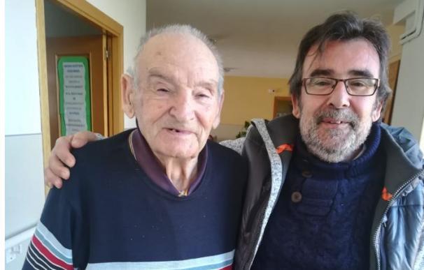 Avelino Cabrera junto a uno de sus tres hijos, Luis César