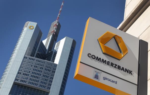 Cartel de Commerzbank. Imagen de archivo