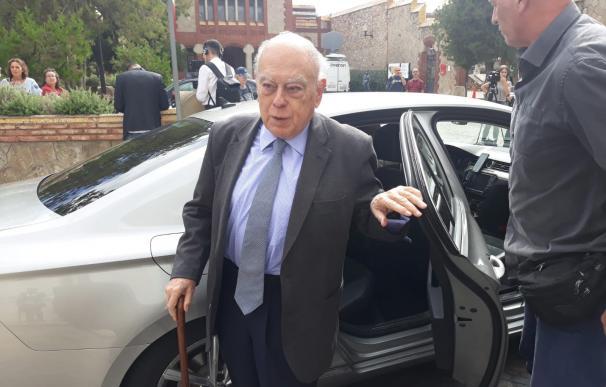 El expresidente de la Generalitat Jordi Pujol llegando al Tanatorio de Les Corts