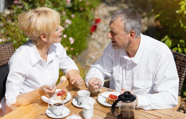 Fotografía de dos jubilados. En España hay grandes diferencias de pensión media por comunidades.