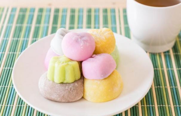Plato de mochis caseros, el postre helado japonés