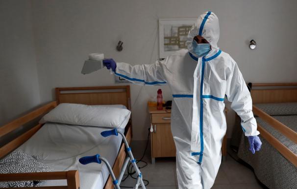 Desinfectando residencia de ancianos