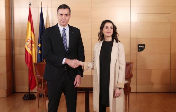 Sánchez se compromete con Arrimadas a desligar la 'mesa catalana' del estado de alarma