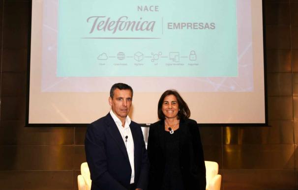 Jose Cerdán, jefe de Telefónica Tech, junto a la CEO de Telefónica España