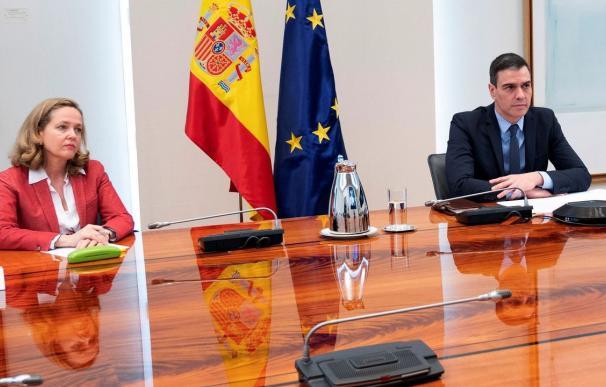Nadia Calviño y Pedro Sánchez / EFE