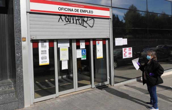 Fotografía Oficina de Empleo semicerrada / EFE
