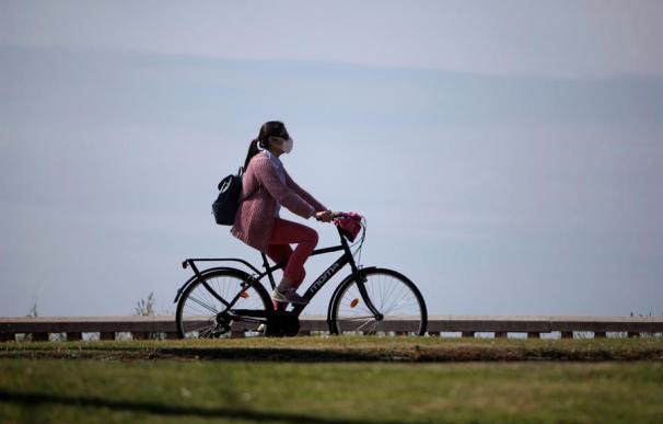 Sanidad desescalada coronavirus mujer en bici