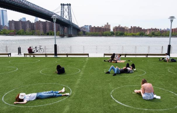 Domino Park con círculos para mantener la distancia social
