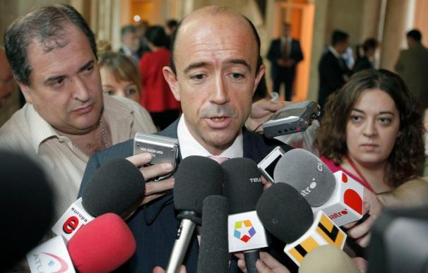 El fichaje del exconsejero de Sanidad de Madrid Manuel Lamela provoca duras críticas