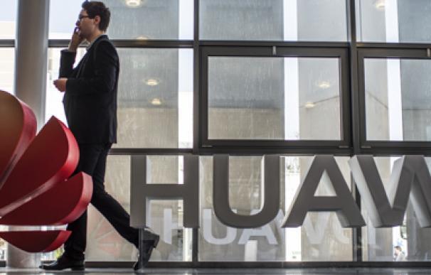 Huawei pasa de puntillas por la crisis abierta con Defensa