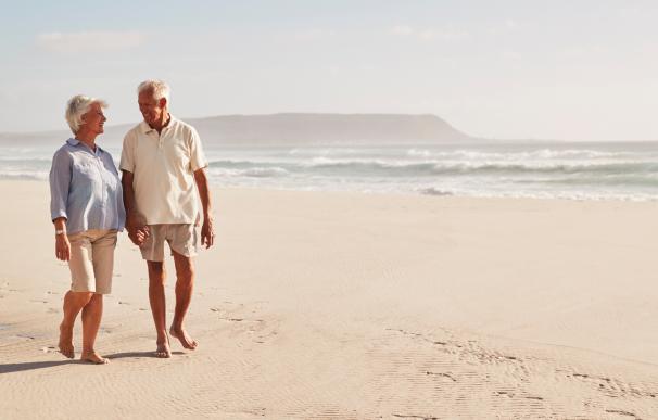 Fotografía de dos jubilados. Existen fórmulas en España para aumentar la cuantía de la pensión de jubilación.