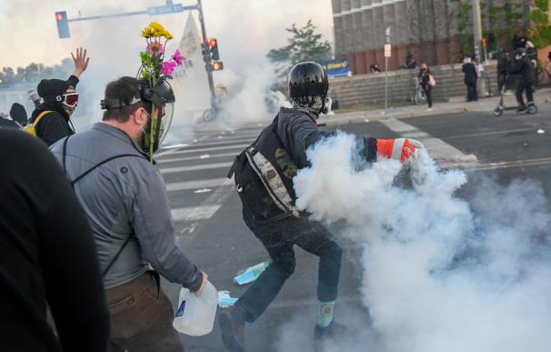 La Policía retoma por la fuerza el control de Mineápolis ante las protestas raciales