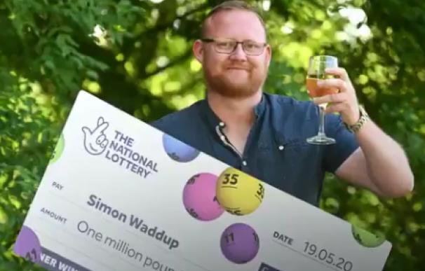 Simon Waddup, el electricista que ganó el Euromillones jugándolo por primera vez.
