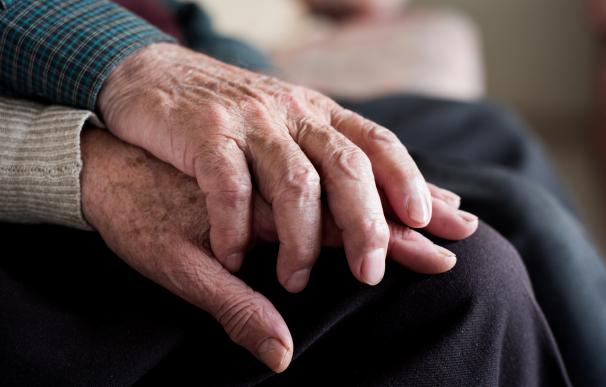 Para cobrar la pensión de viudedad como pareja de hecho hay que cumplir ciertos requisitos.