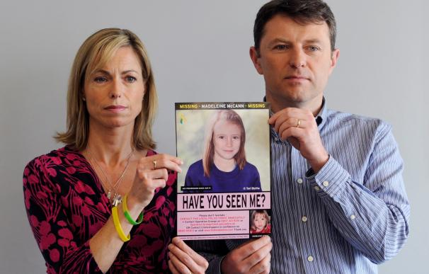 London (United Kingdom).- (FILE) - A file photograph dated 02 May 2012 shows Kate (L) and Gerry McCann (R) holding an age-progressed police image of their daughter Madeleine during a news conference to mark the 5th anniversary of their daughter Madeleine's disappearance, in London, Britain. According to reports on 03 June 2020, a 43-year old German prisoner is identified as suspect in the disappearance of Madeleine McCann. (Reino Unido, Londres) EFE/EPA/FACUNDO ARRIZABALAGA *** Local Caption *** 53489292