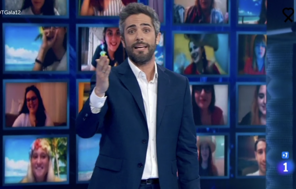 Roberto Leal rodeado de público virtual en 'OT'