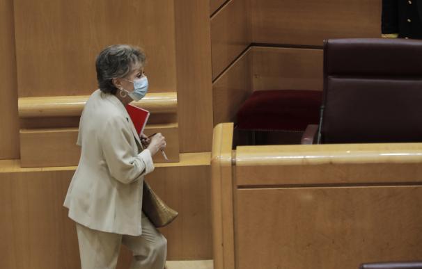 La presidenta de Radio Televisión Española, Rosa María Mateo, a su llegada a la Comisión Mixta de Control Parlamentario de la Corporación RTVE y sus Sociedades celebrada en el Senado, en Madrid (España), a 26 de mayo de 2020. 26 MAYO 2020 POLÍTICA;PERIODISMO;RADIO TELEVISIÓN ESPAÑOLA;CÁMARA ALTA;PERIODISTA;ADMINISTRADORA ÚNICA 26/5/2020