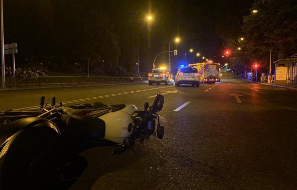 Muere un hombre en moto en Madrid tras impactar contra un semáforo