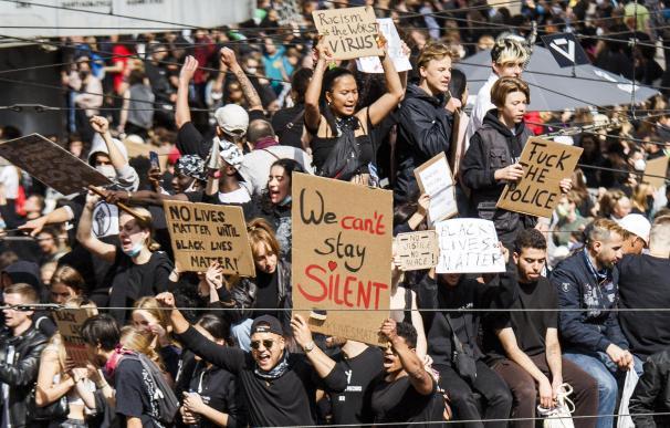 Las protestas contra el racismo en Berlín se saldan con 93 detenidos y 28 policías heridos