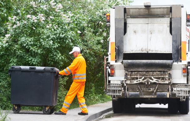 El caso de un recolector de basura que se quitó la vida tras ser despedido conmociona a Francia.