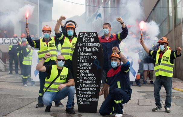 Miles de personas toman las calles y muelle de Foz por el mantenimiento del 100% del empleo en Alcoa