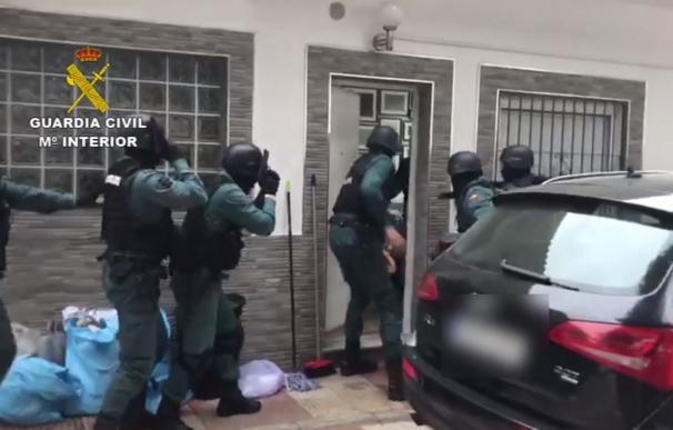 """La Guardia Civil destapa un """"chiringuito financiero"""" envuelto en una estafa piramidal millonaria"""