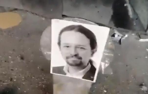 La Policía investiga a los autores de un vídeo disparando a Sánchez e Iglesias