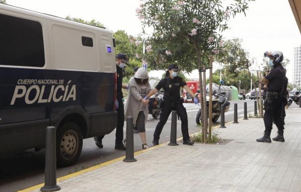 La mujer detenida este martes como principal sospechosa del asesinato de su marido discapacitado en Godelleta (Valencia),