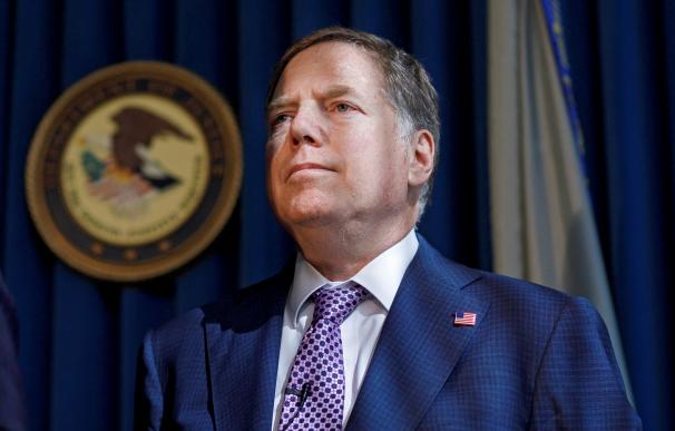 New York (United States), 10/10/2019.- (FILE) - Geoffrey S. Berman, United States Attorney for the Southern District of New York, appears at a press conference about the arrests of two man directly affiliated with Rudolph Giuliani, President Trump's private lawyer, in New York, New York, USA, 10 October 2019 (reissued 20 June 2020). US Attorney General Barr on 20 June 2020 said that US President Trump has fired Manhattan prosecutor Geoffrey Berman. (Incendio, Estados Unidos, Nueva York) EFE/EPA/JUSTIN LANE