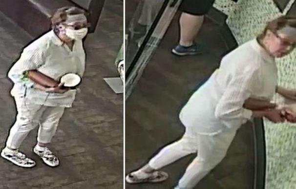 La Policía busca a una mujer que tosió a propósito sobre un bebé de un año