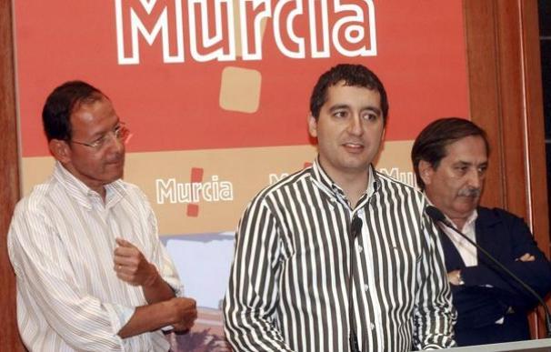 Pedro Alberto Cruz Sánchez, en el centro, en una imagen de archivo cuando era consejero de Turismo de Murcia