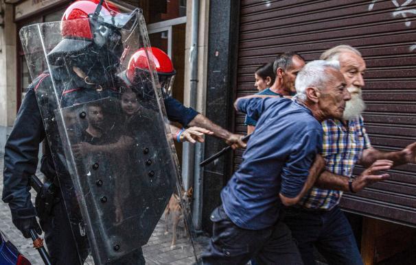 Un investigado y dos expedientados por los altercados del acto de Vox en Irún