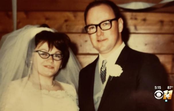 Mueren de coronavirus cogidos de la mano tras pasar más de 53 años casados