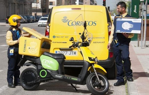 Correos Imagen de archivo de dos empleados de reparto de Correos. (Foto de ARCHIVO) 15/1/2020