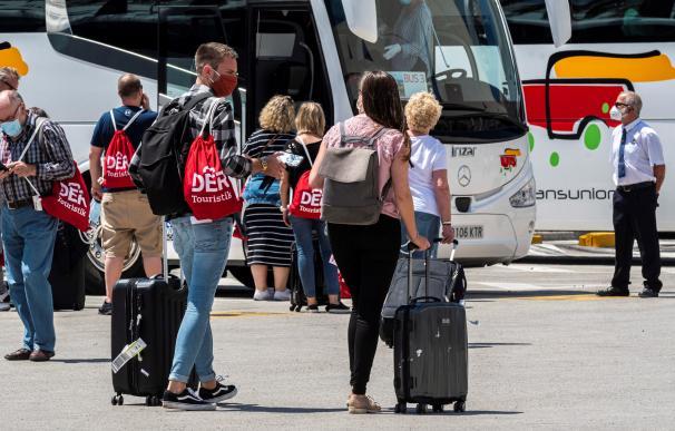 Vista de la llegada de los turistas en el Aeropuerto de Palma de Mallorca.
