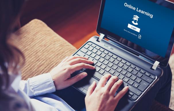 LinkedIn, Microsoft y GitHub ofrecen cursos online gratuitoa con vídeo.