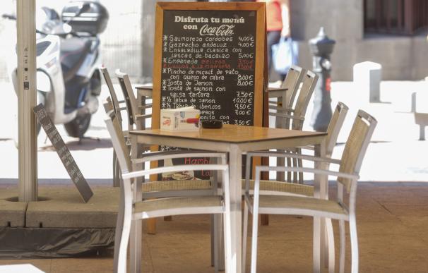 Terraza, bar, mesa, servicios