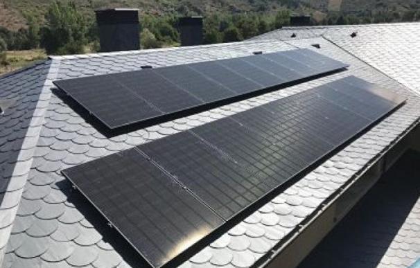 La empresa SotySolar ofrece la instalación de paneles solares con una suscripción mensual, sin costes de instalación.