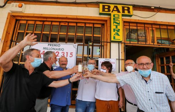 15 amigos de Mayorga (Valladolid) se reparten 144 millones del Euromillones